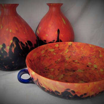 Another Decor Of Large Flat Blue Handled Bowl - Ruckl Orange Shimmy Pfau Glass - Art Glass