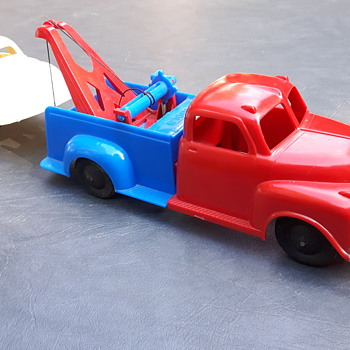 Reliable Toys Tow Truck. - Model Cars