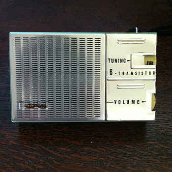 6- Transistor radio.