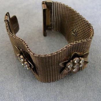 Mesh rose gold bracelet w/flower accents