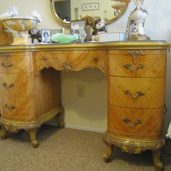 Aunt Nini's Furniture - Furniture