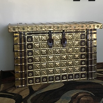 Found this beauty....what in the world is it?! - Furniture