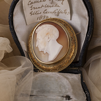 A remarkable protrait cameo with history.  - Fine Jewelry