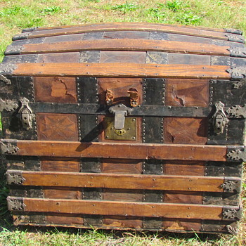 1880's Leather Barrel Stave Trunk - Furniture