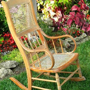 Rocking chair (?)