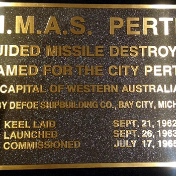 HMAS Perth DDG 38 Commissioning plaque - Military and Wartime