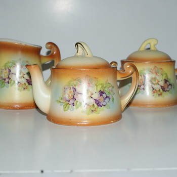 Set Made in Czechoslovakia - Pottery