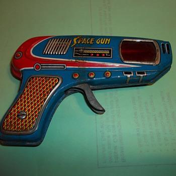 VINTAGE TOY SPACE GUN - Toys