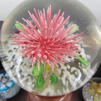 pink flower with frogs!  - Art Glass