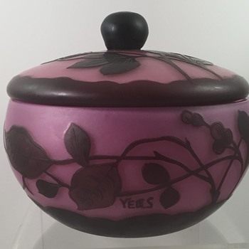"Loetz Cameo Dresser Box, signed ""VELES"", PN III-599, ca. 1920 - Art Glass"