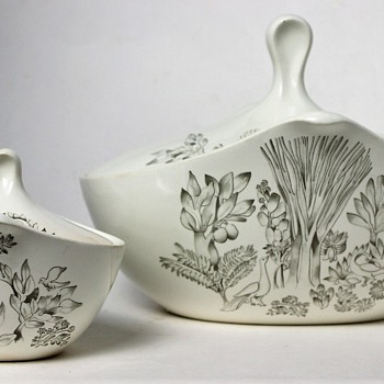 Eva Zeisel for Hallcraft / Hall China Co. - Century is the shape. Pattern??? - China and Dinnerware