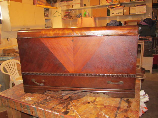 1930s HONDERICH FURNITURE CO CEDAR CHEST | Collectors Weekly