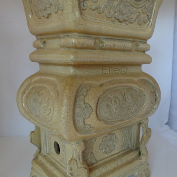 Antique Chinese Urn pre-Ming (?) Dynasty  - Asian
