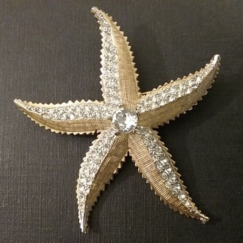 Weiss starfish brooch & earrings set  - Costume Jewelry