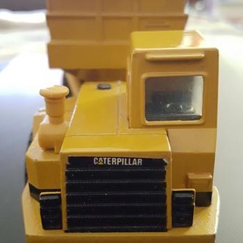 Caterpillar Truck. - Model Cars