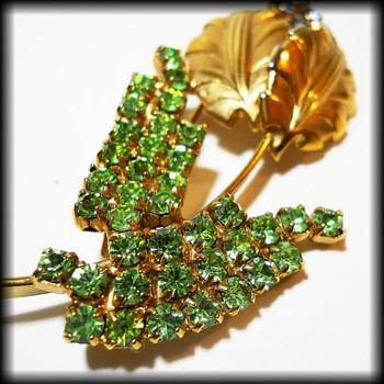 Vintage Brooch - Unmarked - Costume Jewelry