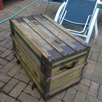 old steamer trunk, age? company? - Furniture