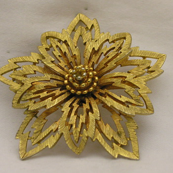 One Of My Favorite Gold Tone Leaf Brooch - Costume Jewelry