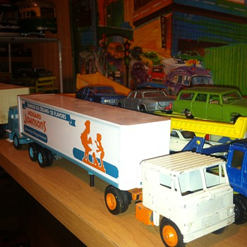 Winross Howard Johnson Tractor Trailer - Model Cars