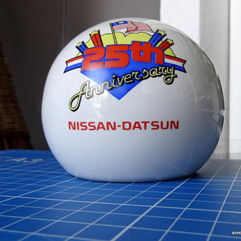 Nissan/Datsun ceramic ashtray. - Tobacciana