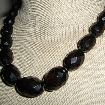 Cherry bakelite graduated necklace - restrung - Costume Jewelry