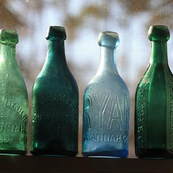 (-)====Old Southern Pontiled Soda Bottles====(-)
