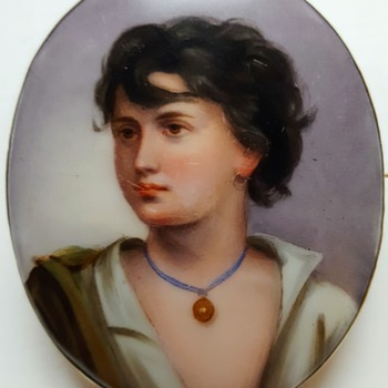 Antique large enamel on porcelain brooch, Neapolitan fisher boy after Gustav Richter. - Fine Jewelry
