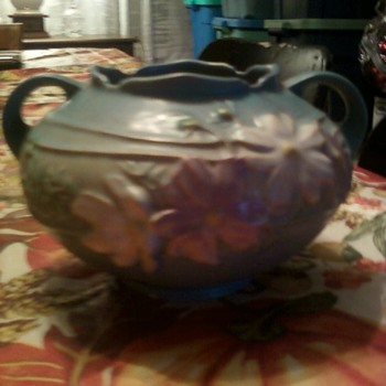 Roseville vase - Pottery