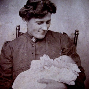 MOTHERS, HOW MUCH DID WE LOVE OUR BABIES?? THIS MUCH! 1900 - Photographs