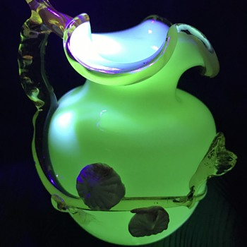 Victorian uranium glass vase with applied flowers - Art Glass