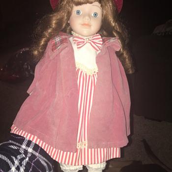 Identify this doll - Dolls