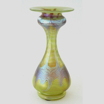 A 7-1/4 inch Loetz vase - Art Glass