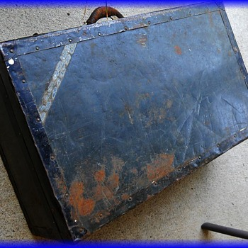 LANGMUIR METAL SUITCASE LUGGAGE TRUNK -- Canada ( 1 OF 3 ) - Furniture