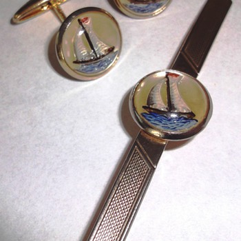 Vintage intaglio Essex glass tie-pin and cufflinks reverse Crystal set - Mens Clothing