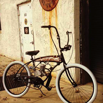 Vintage Schwinn re-pourposed with a motor by Copper Mike
