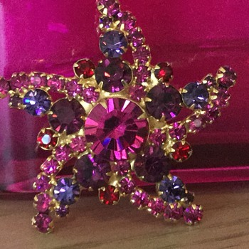 D & E STARFISH..from the sea life collection! - Costume Jewelry