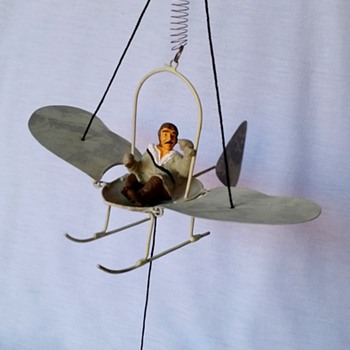 Spring-Suspended Wing-Flapping Flyer - Toys