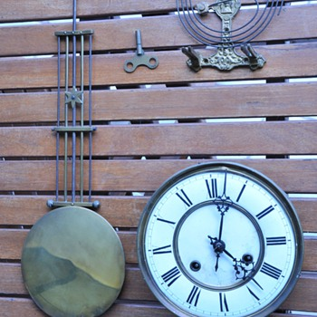 Need help from collectors for more info about these parts of this old clock - Clocks