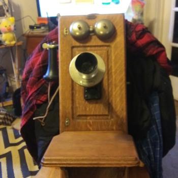 ANTIQUE WALL PHONE - Telephones