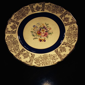 Set of 12 Johnson Bros Victorian plates - China and Dinnerware