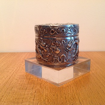 CHINESE EXPORT SNUFF BOX ? - Silver