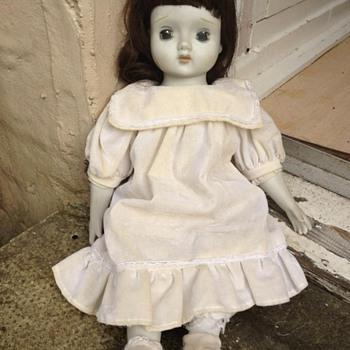 Bisque pot musical doll - Dolls