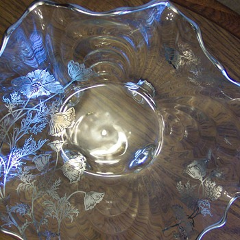 Beautiful silver edged bowl. - Glassware