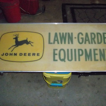 JOHN DEERE LAWN AND GARDEN EQUIPMENT  - Tractors