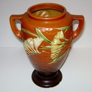 Roseville Pottery Freesia - Pottery