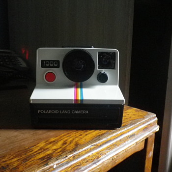 More Retro than retro let me introduce you too the Polaroid 1000 land camera with the rainbow strips and big red button.