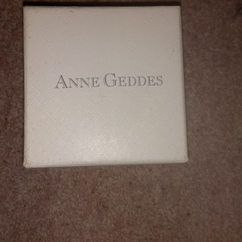 A rather charming Wrist Watch. Anne Geddes baby cover watch in original packing. - Wristwatches
