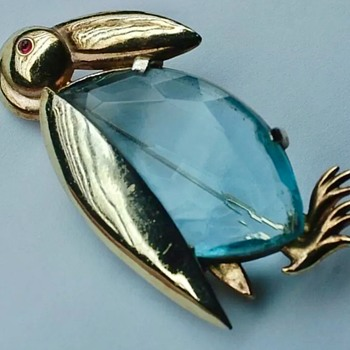 Cute bird brooch - Costume Jewelry
