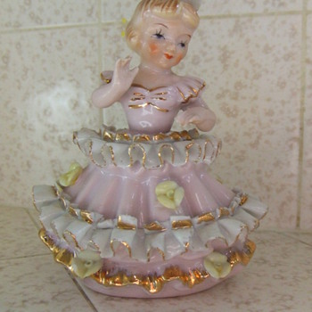 Girl in pink dress figurine - Pottery