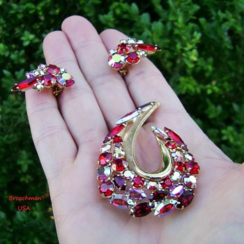 Vintage Rhinestone Brooch Set - Costume Jewelry